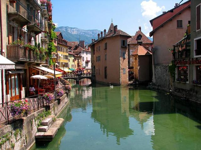 Urban Treasure Hunt in Annecy