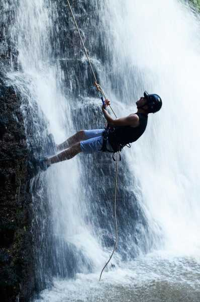 canyoning rappel cascade